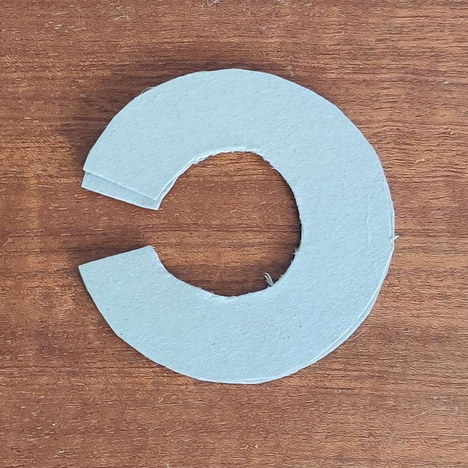 Cardboard circle for making pompoms